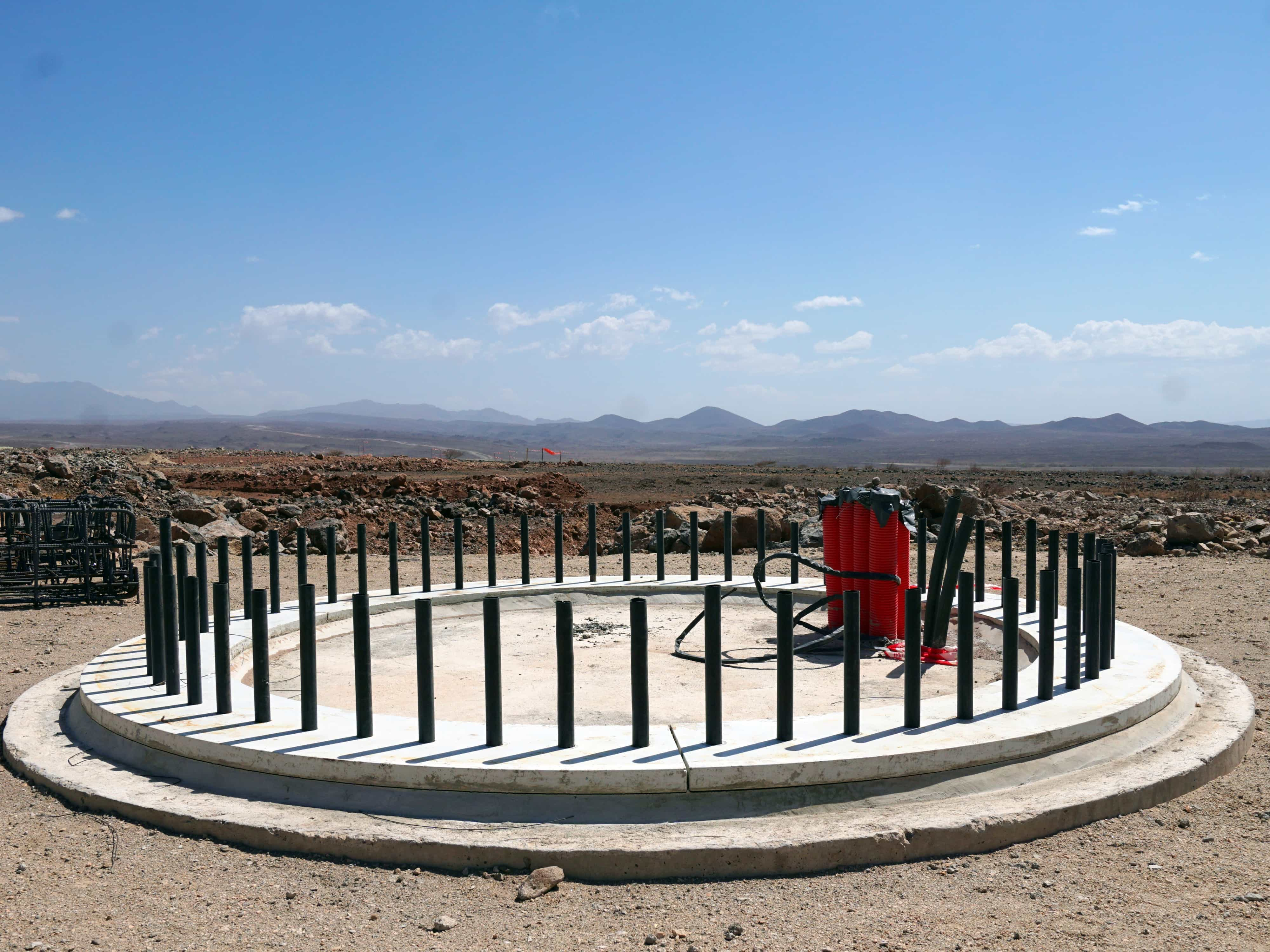 Fundamentet for bæredygtig energi. Platform til vindmølle på 70 meter.