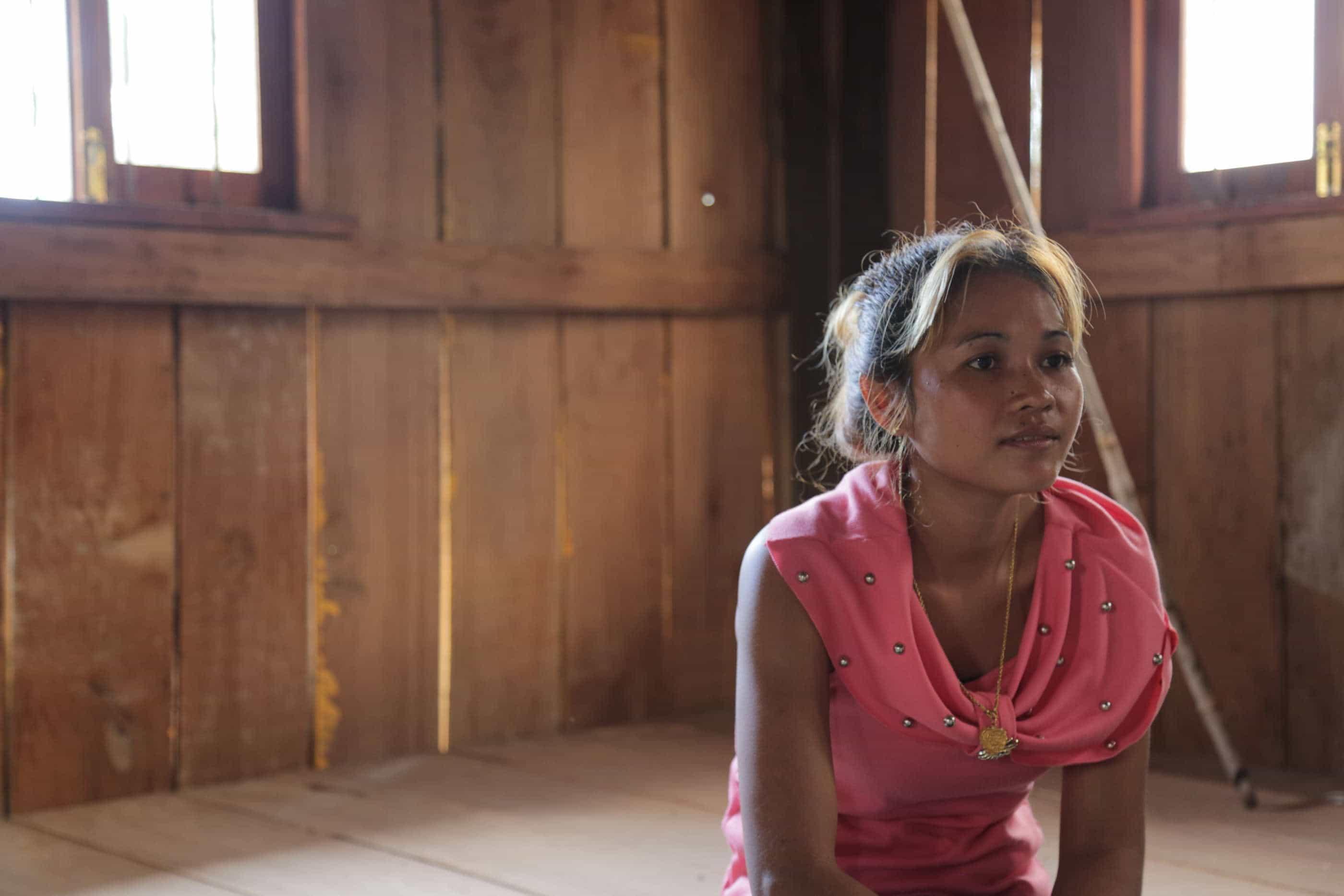 Hvorfor besvimer Cambodjas syersker i massevis?
