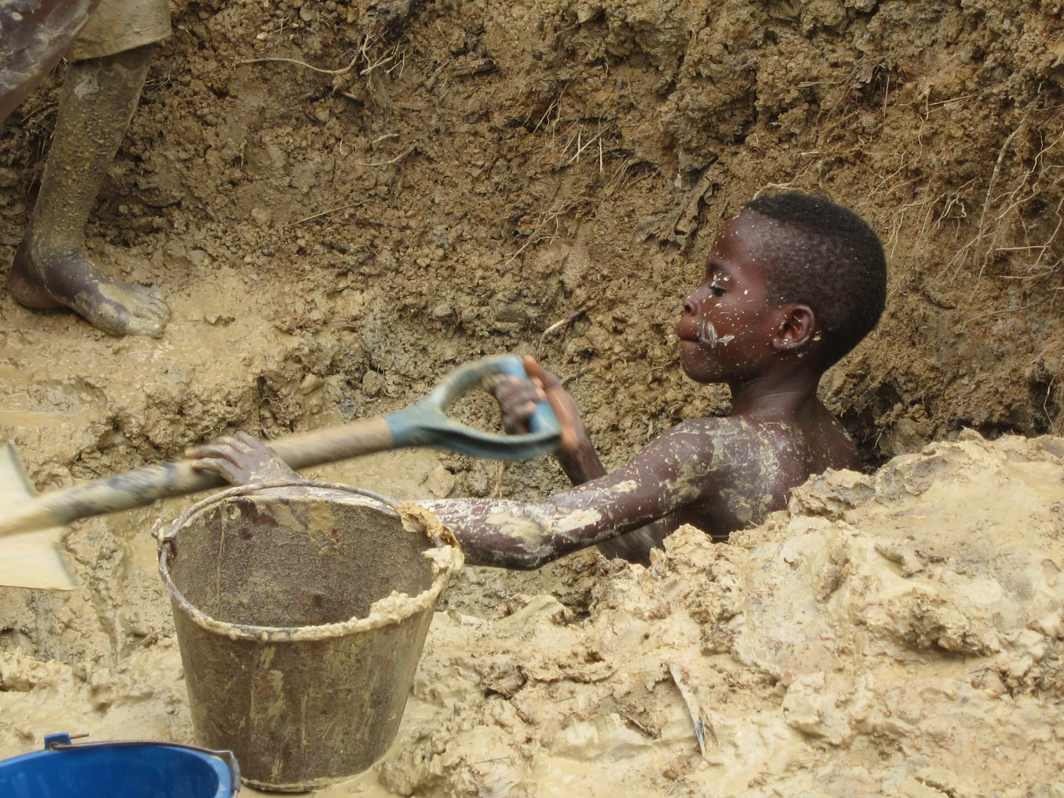 Mobil-producenter-sikrer-sig-ikke-mod-børnearbejde-2