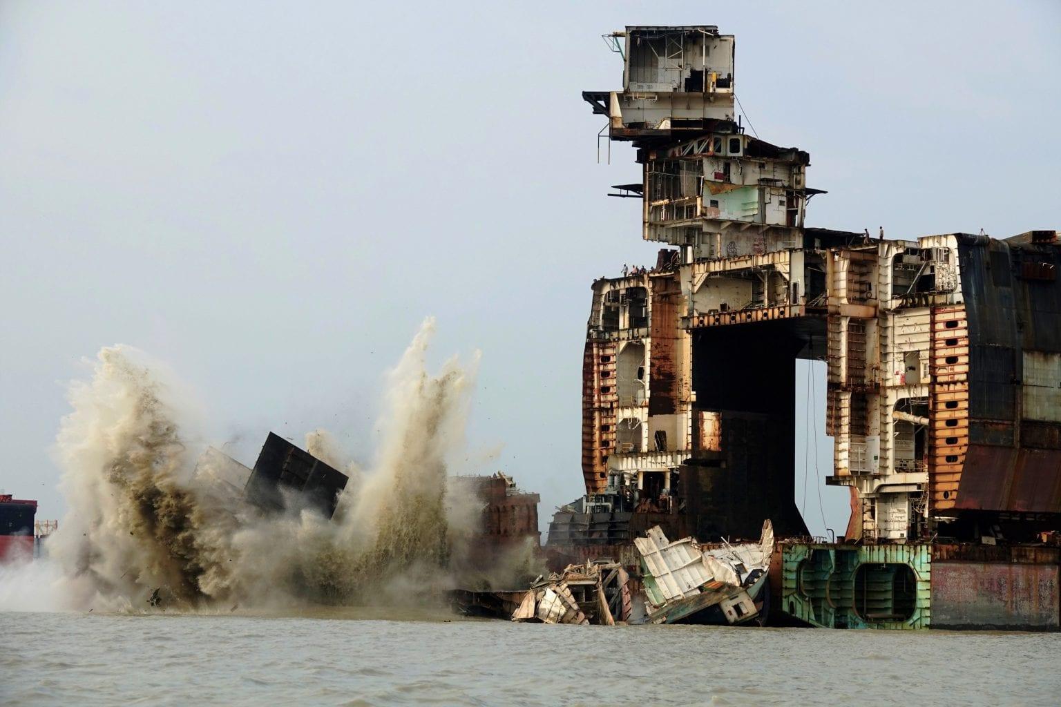 Værfterne  i Chittagong er blandt verdens farligste. Affaldet håndteres uhensigtsmæssigt, og der er brud på regler for forsvarlig skibsophug og arbejdstagerrettigheder. Foto: S. Rahman/Danwatch