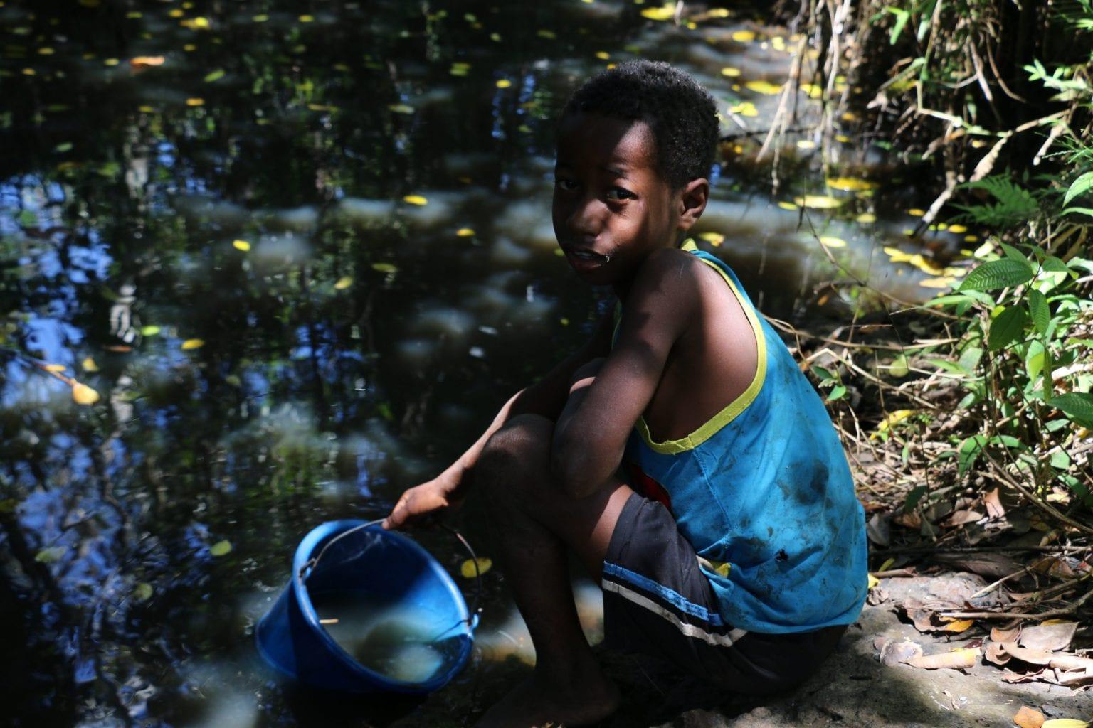 Xidollien, 9 år. Mange vaniljebønder i Madagaskar er så fattige, at deres børn på ned til 10 år må hjælpe dem med arbejdet i vaniljemarkerne. Foto: Per Lykke Lind/Danwatch