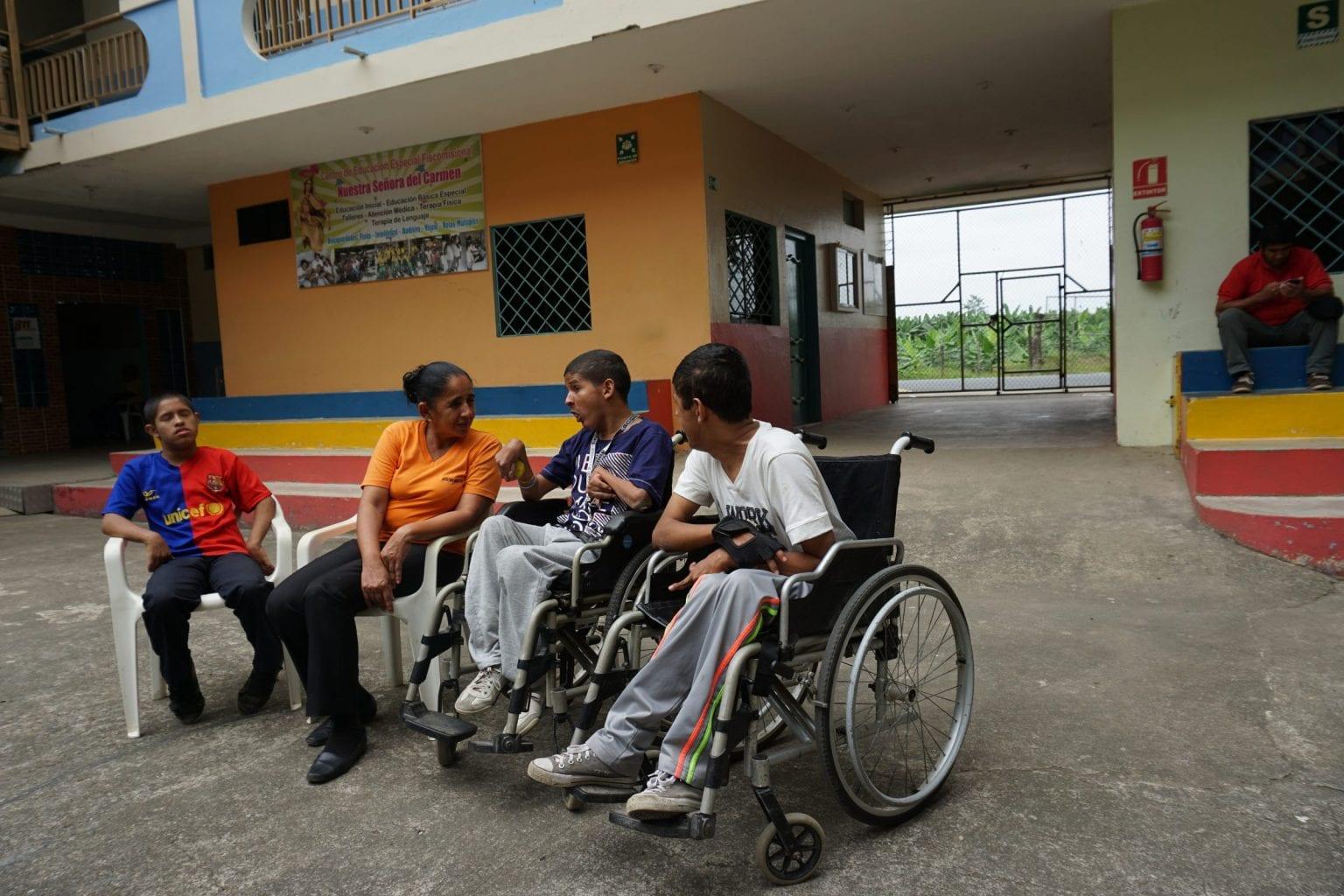 Familien her bor i bananplantagerne, og har fire børn født med handikap.