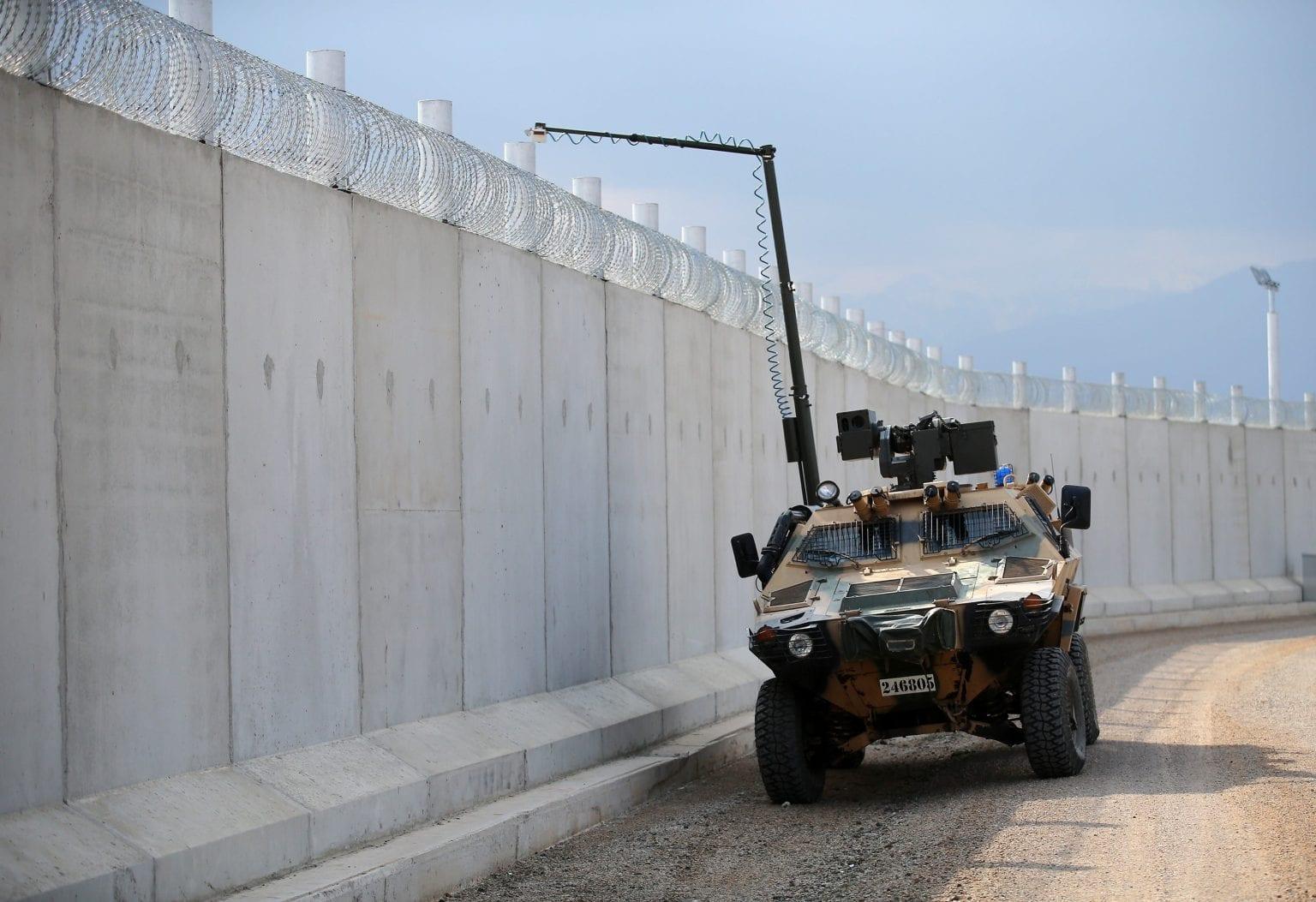 EU har indkøbt Cobra militærkøretøjer til den tyrkiske hær. Her patruljerer de grænsemuren mellem Syrien og Tyrkiet. Foto: Getty Images.