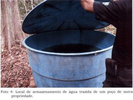 Drikkevandet blev opbevaret i denne tønde, fremgår det af en fortrolig rapport, Danwatch er i besiddelse af.