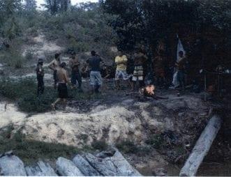 Derfor blev inspektørerne i området og ledte efter skovhuggerne. Det tog dem fem dage at finde de 23 arbejdere inde i skoven.