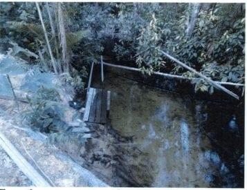 Drikkevandet kom fra en lille nærliggende å, det var ikke renset, og vandet blev opbevaret i en beholder for motorolie, står der i inspektionsrapporten.