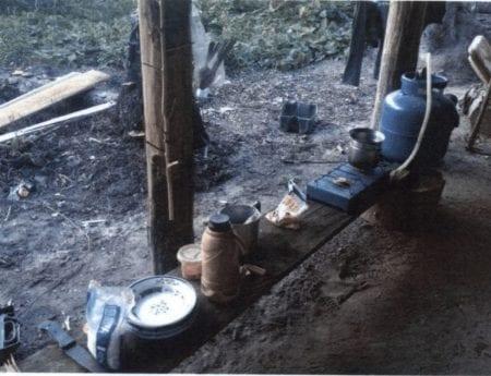 Da inspektørerne først ankom til savværket, var lejren tom. Det er ikke ualmindeligt i Amazonas, at arbejderne bliver alarmeret over en radio, når politi eller myndigheder er i nærheden.