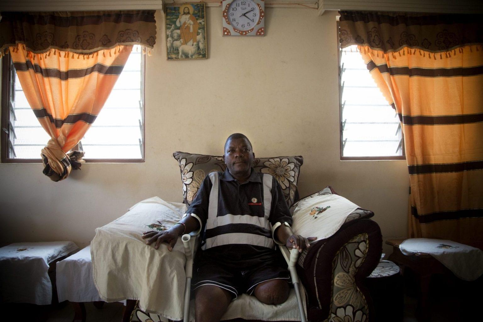 Stanley Mkoji Mwambingu rejser til nabolandet Tanzania for behandling, fordi støtten han får ikke rækker til de kenyanske hospitaler. Foto: Linda Bournane Engelberth