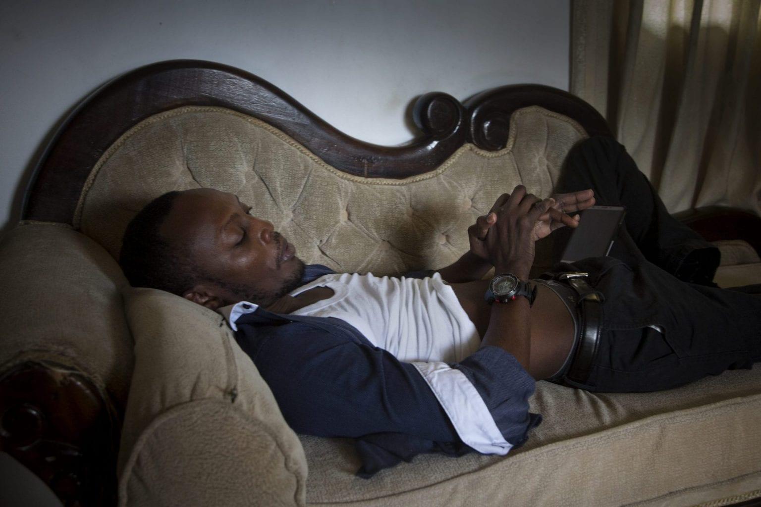 Raphael Kesero Obilo er lam fra hoften og ned efter en ulykke som traktor-chauffør på havnen. Foto: Linda Bournane Engelberth