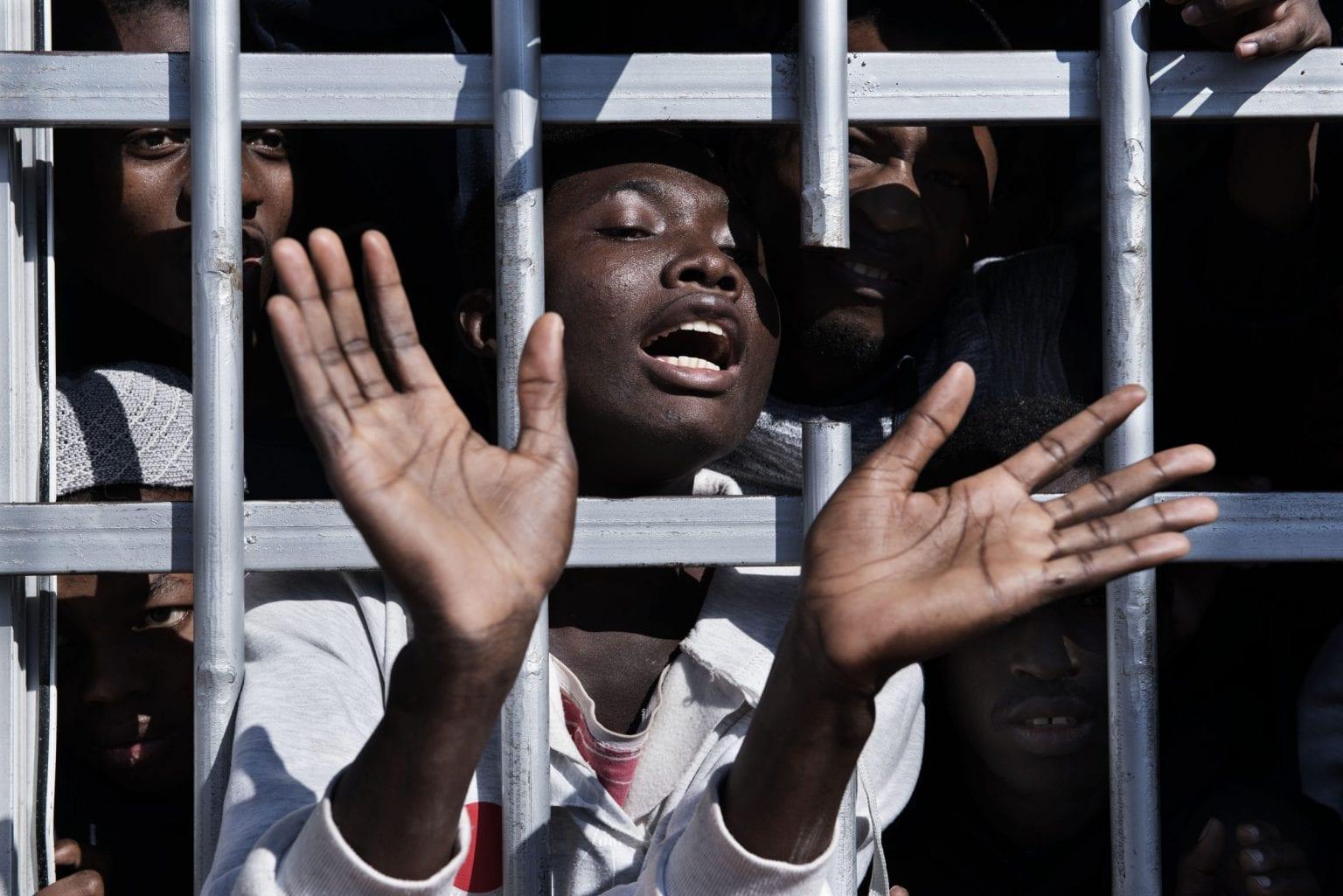 I Libyens bliver migranter holdt tilbage i overfyldte fængsler.