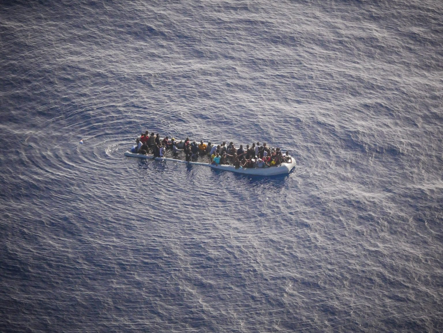 Migranter og asylansøgere, der samles op af den libyske kystvagt, bringes retur til Libyen, hvor de interneres i særlige migrantfængsler. Foto: Seawatch