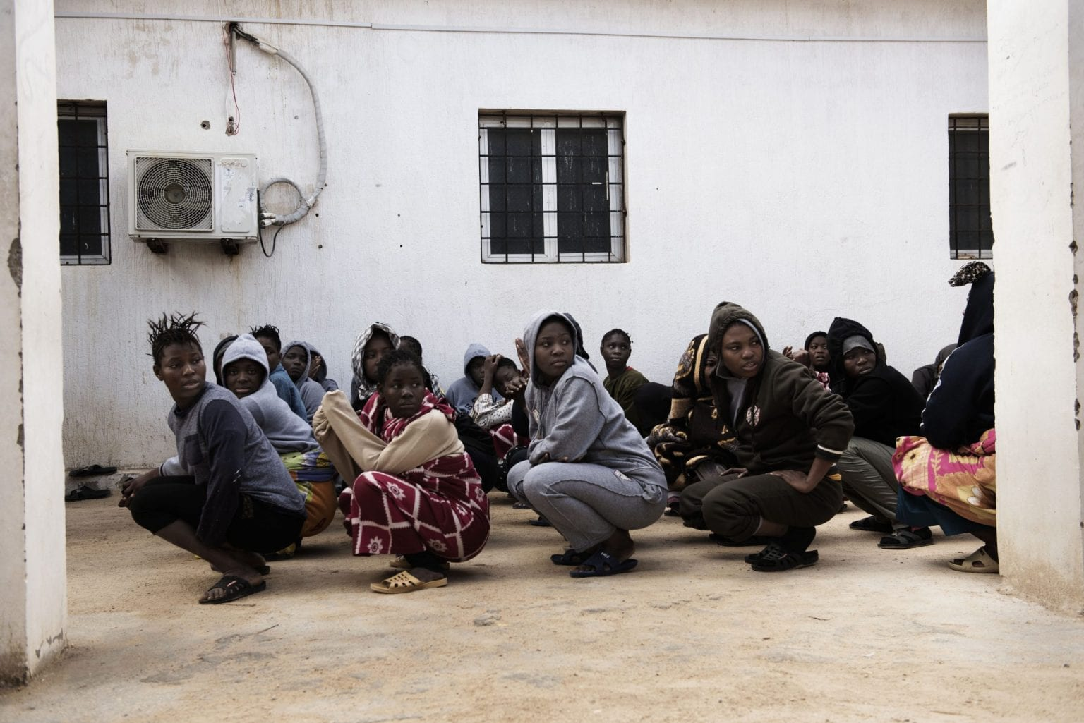 Ifølge det libyske Indenrigsministerium er omkring 6.000 migranter p.t fængslet, fordi de har forsøgt at krydse Middelhavet til Europa. Halvdelen af migranterne sidder i den libyske regerings egne fængsler, mens resten  sidder fanget hos private krigsherrer og militsledere. Foto: UNICEF