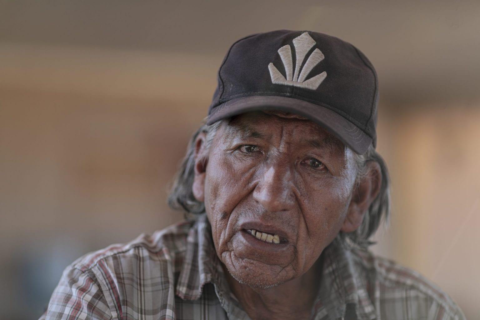 """67-årige Clementino López er en del af Atacamas oprindelige folk, Likan Antai. """"Mineselskaberne ser kun vand. Men vand er liv for os"""", siger han."""