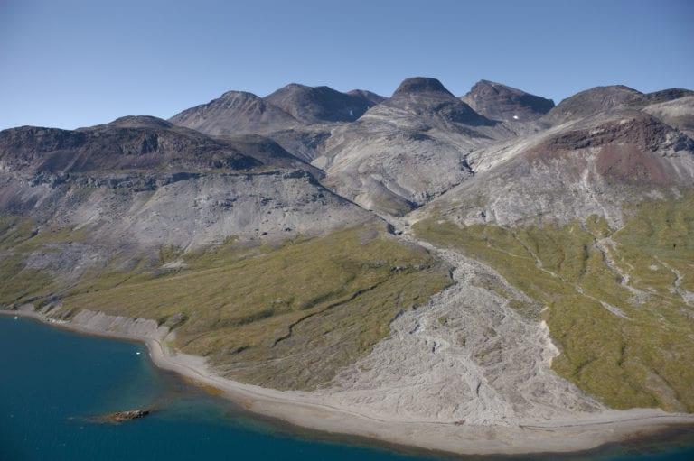 Området ved Kvanfjeld i Sydgrønland er et af grønneste i landet. Her er både fåreavl og kvægbrug. Og der kalder man området for Grønlands spisekammer. Foto: Scanpix