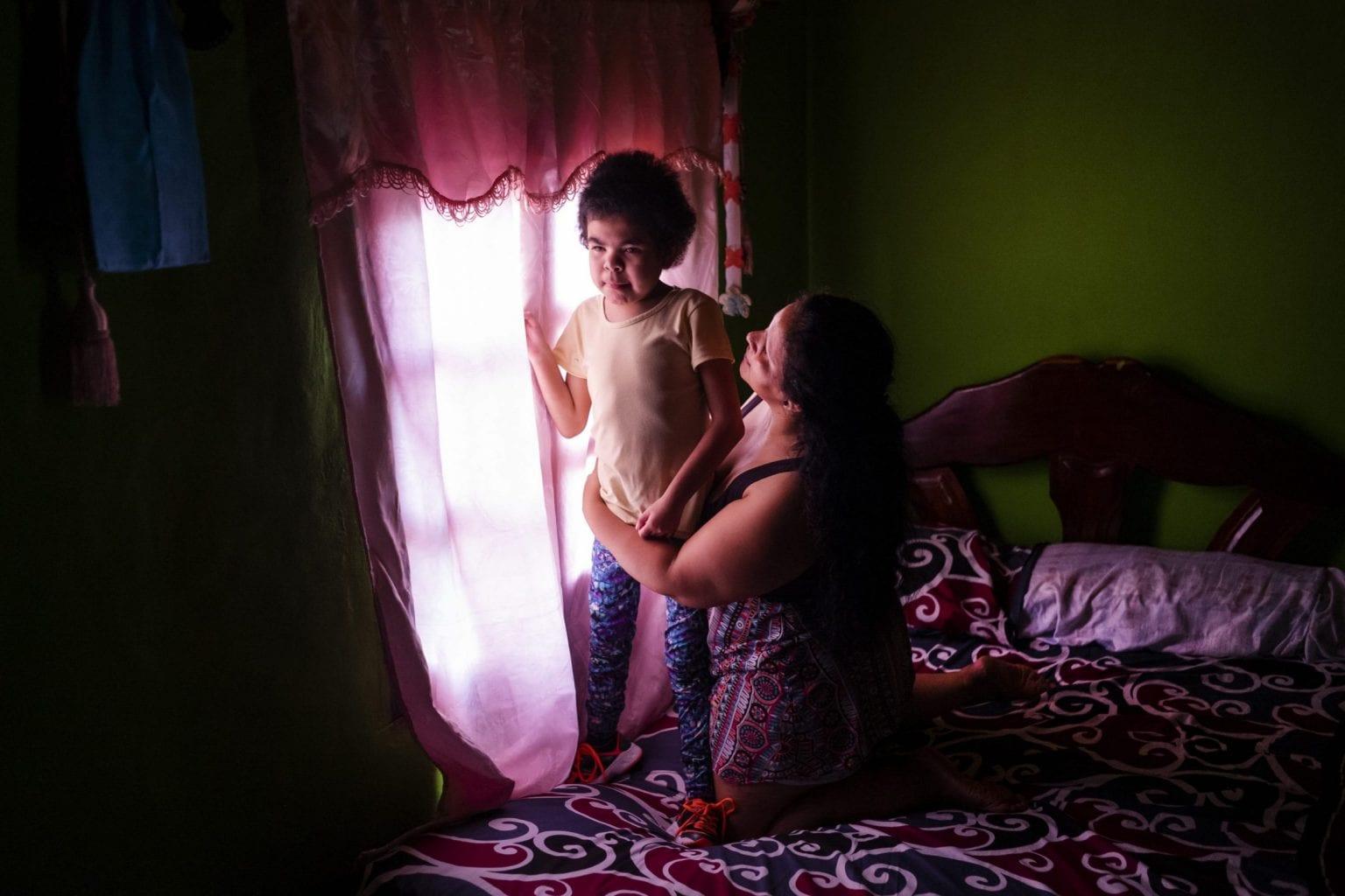 Suarez Guadalupe er 13 år og lider af San Filippo-syndrom, der betyder, at hun har mistet motoriske og mentale færdigheder. Hendes mor passer hende på fuld tid.