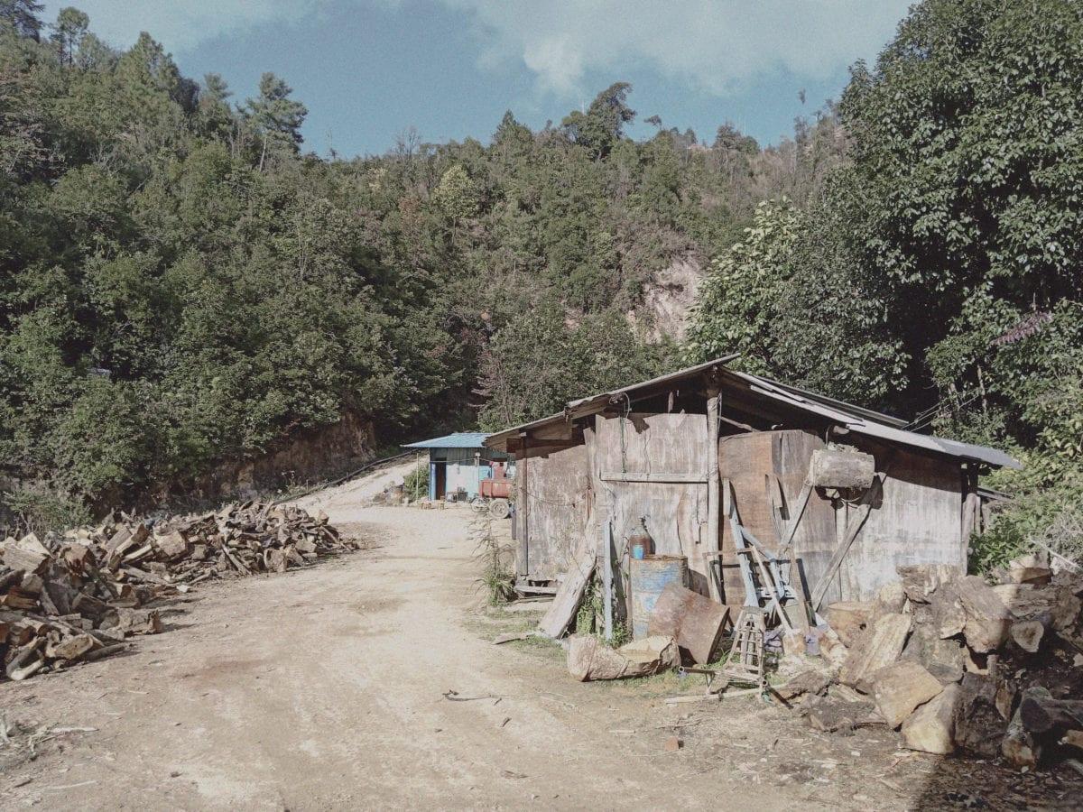 Tidligere var der ingenting i området mellem Chipwi og Pangwa i Myanmar. Nu fylder miner til udvinding af sjældne jordarter godt i landskabet. Foto leveret af Emily Fishbein