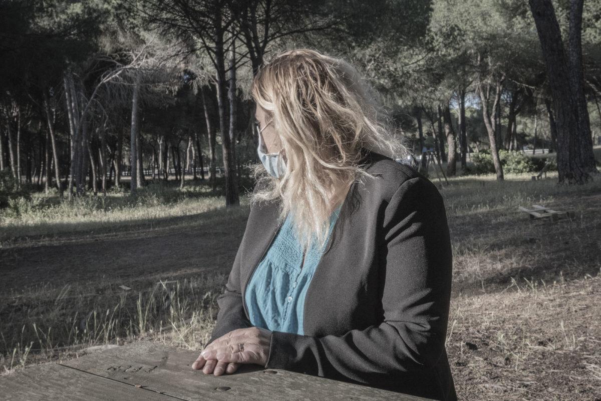 """Mihaela ville gerne sig op fra jobbet som jordbærplukker for Bionest, der producerer økologiske bær til Brugsen og Irma. Men hun er eneforsørger for sine tre børn i Rumænien og ved ikke, hvor hun så skal få pengene fra. """"Det her sted er helvede"""", siger hun."""